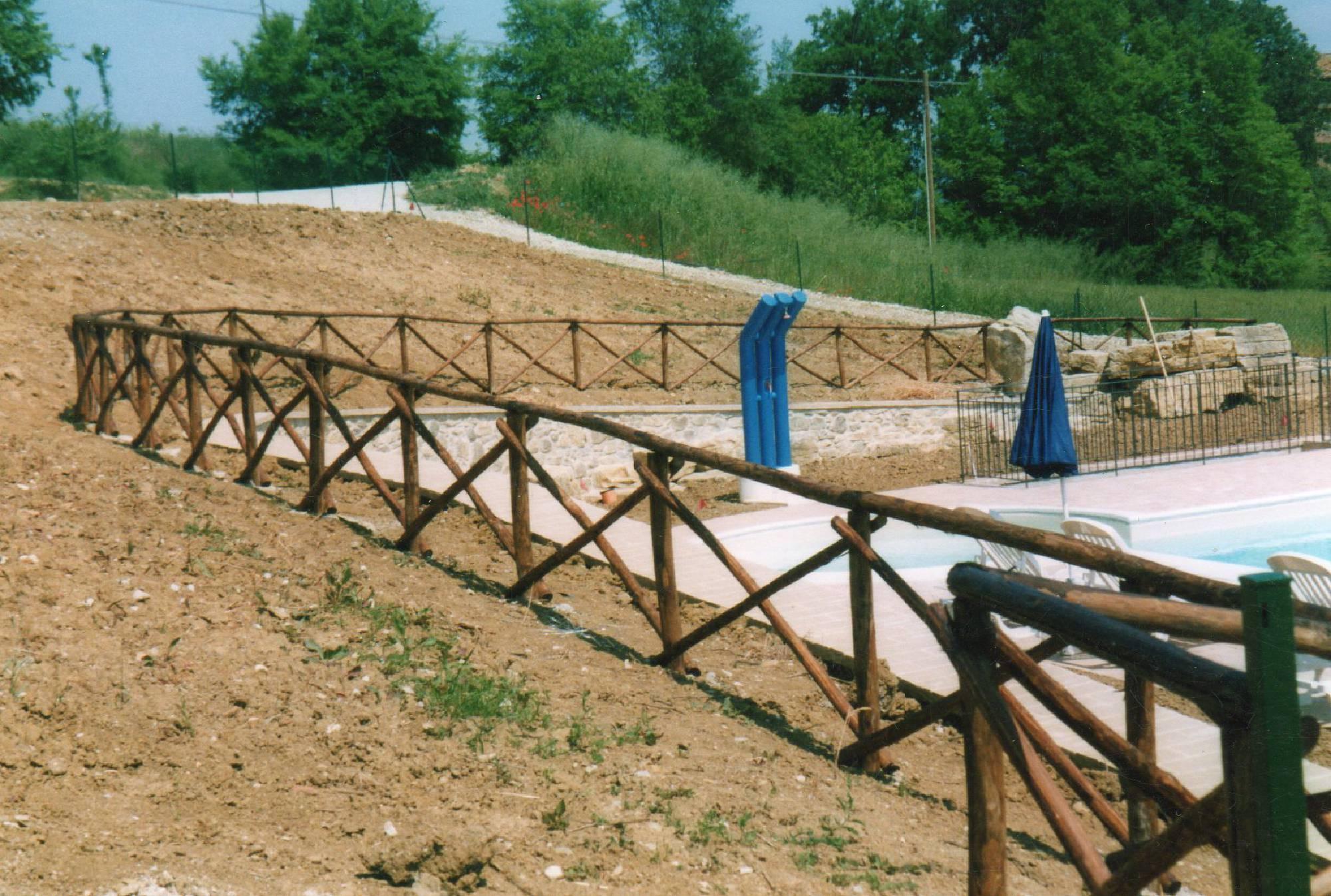 Steccato giardino legno recinzione in legno fai da te con pallet steccati in legno legname per - Staccionate da giardino ...